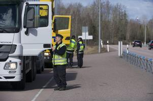 Under veckan kontrolleras den tunga trafiken. Foto: Fredrik Sandberg / SCANPIX