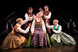 Margit Myhr gestaltar Anna Svärd i teateruppsättningen med samma namn på Västanå teater.Foto: Håkan Larsson