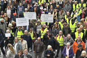 Bensinupproret, Försäkringskasseupproret, Inlandsupproret, Ta hand om våra sjuksköterskor och Landsbygdspartiet demonstrerar på Sergels torg i Stockholm den 20 september 2019. Foto: Claudio Bresciani / TT