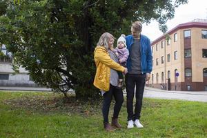 Jenny Svedberg, Niklas Olsson och dottern Magda.