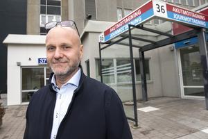Regionens säkerhetsstrateg Hans Löhman berättar att sjukhuset i Västerås hittills i år tagit hand om sju skottskadade personer.