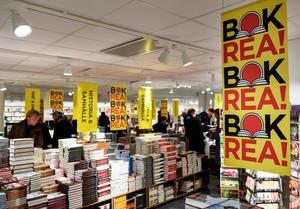 För den fysiska bokhandeln är bokrean fortfarande viktig. Akademibokhandeln rear ut 850 titlar på årets rea. Arkivbild.Foto: Pontus Lundahl / TT