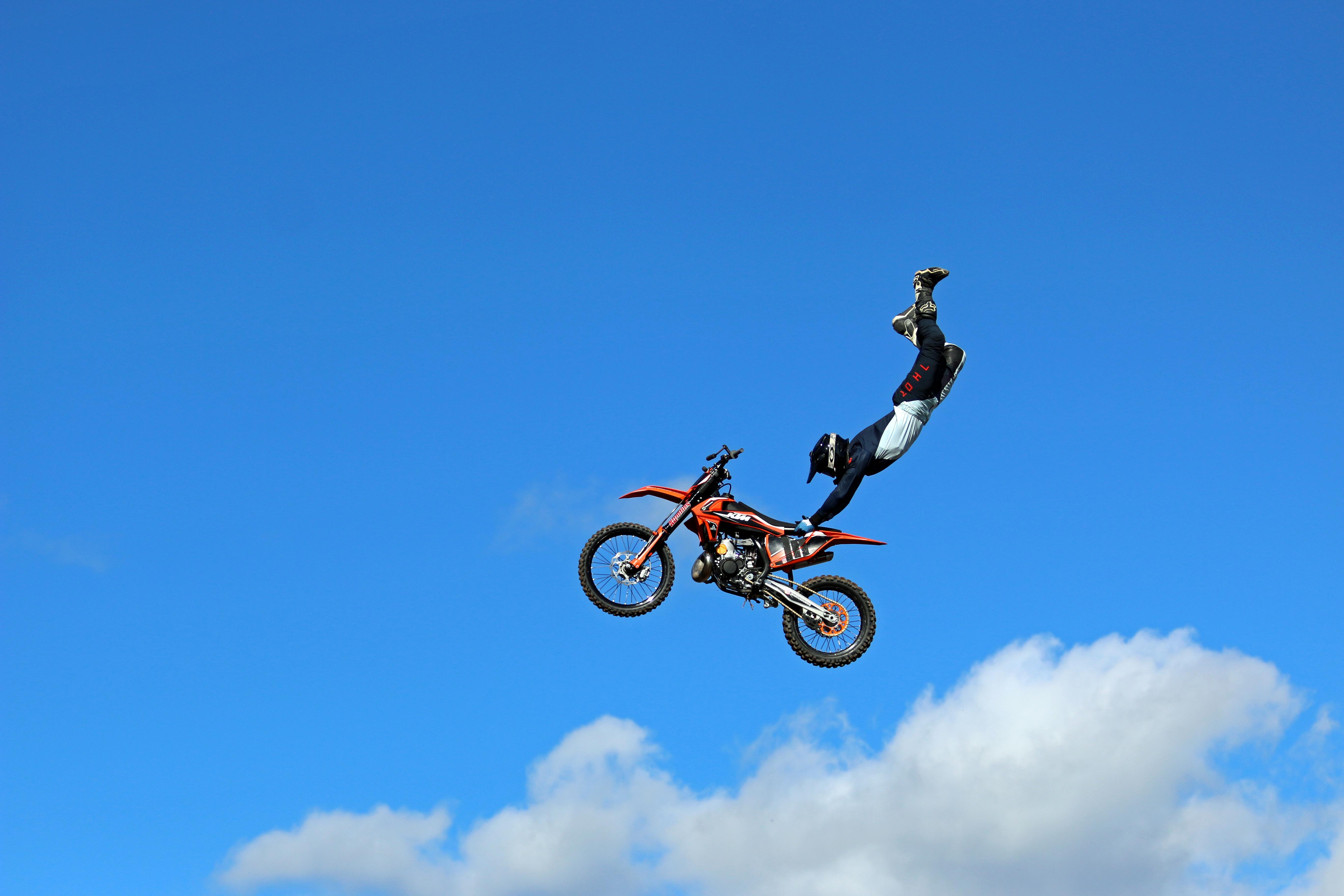Freestyle motocrossåkaren Marcus Dubois visade publiken konster tillsammans med Fredrik