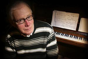 Sven Erik Johansson, kantor i Odenslundskyrkan och ett stort namn inom religiösa musikkretsar, har avlidit.