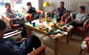 Att få prata med folk som förstår är viktigt. Deltagarna längtar till träffarna som ordnas för anhöriga till demenssjuka.