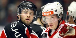 Niklas Sundström och Warg under matchserien. Foto: Markus Sandin.