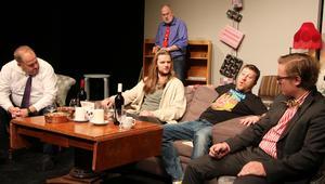 Jimmy Heimersson, Eric Enterkrans, Clas Lindgren och Anton Elg Tyskling diskuterar medan Mats Wenlöf tillfälligt håller sig lite i bakgrunden.