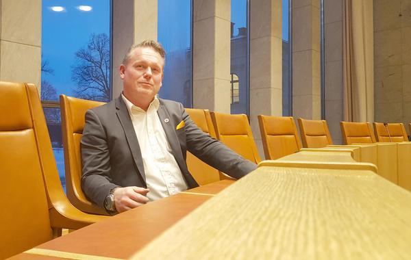 """Staffan Jansson har ingen längtan till riksdagen utan vill arbeta lokalt och han hoppas på många år till i Västeråspolitiken. Men för några år sedan, när hans huvudinriktning var sociala frågor och han satt i socialnämnden, då var han inte lika säker på framtiden. """"Det är svåra frågor och jag var ganska matt då. Men i dag ser jag att jag har en enorm nytta av min breda erfarenhet."""""""