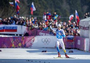 Bilderna på Marcus Hellner med svenska flaggan i handen när herrlaget tog OS-guld i stafett, har redan blivit en klassiker. Idén om att Anders Södergren skulle överlämna flaggan dök upp vid frukosten, efter att Rikard Grip försökt hitta på något som kunde slå damernas sanslösa seger.