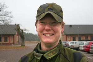 Andelen kvinnor i försvaret ökar men det går långsamt. TT:s Cecilia Klintö beskriver situationen för de kvinnliga officerarna. På bilden Helena.Westling.