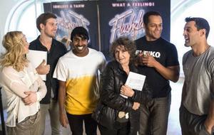 Hanna Lindblad, Linus Wahlgren, Kenny Svensson, Siw Malmkvist, Karl Dyall och Rennie Mirro är alla med i musikalen Flashdance som har premiär på Chinateatern 30 januari.