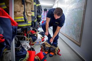 Den 7 april 2017 nåddes Brännkyrka brandstation av larmet. Rikard Almlöf och hans kollegor gjorde sig redo för att rycka ut till Drottninggatan i Stockholm.