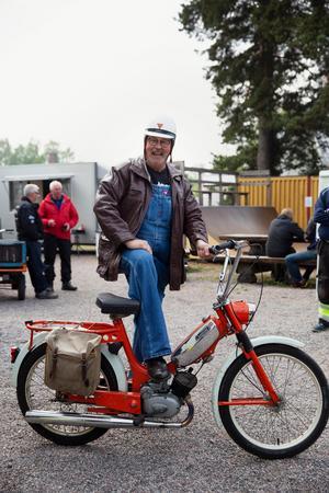 Dick Svensson Gestö är medlem i mopedklubben Avesta Crusaders, själv bor han i Ludvika.