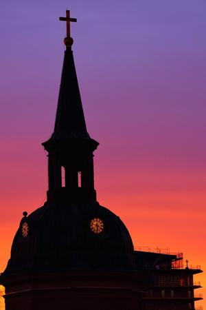 Hedersomnämnande. Norrtälje kyrka med nybygget i hamnen i bakgrunden. Det här är en otroligt vacker bild, även om det kanske inte känns som vår. Björn tog även en av vinnarbilderna. Foto: Björn Karlsson