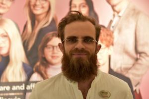 William Liljegren, Umeå: – Jag har varken något emot ett förbud, eller om det finns tiggare utanför affärer. De har aldrig stört mig, men jag kan förstå om vissa butiksägare tycker det är störande.