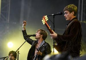 Bilden är från juni 2017 när Mando Diao spelade på Bråvallafestivalen. Tio år tidigare, 2007, uppträdde bandet på Mälarrocken i Västerås. Under sommarens Rix FM-festival kommer de tillbaka. Foto: Pontus Lundahl/TT