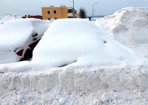 Under vintern har det stått översnöade bilar på parkeringen i Söråker men med de nya reglerna ska långtidsparkerarna stoppas.