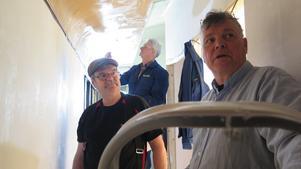 Det är trångt om utrymmet, Örjan Zakrisson, Lars Hessler och Göran Molin samsas i den långa korridoren.