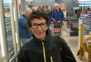 Jutta Pedersen  stod i begrepp att hjula mellan varuhyllorna – i ren glädje över den nya butiken.