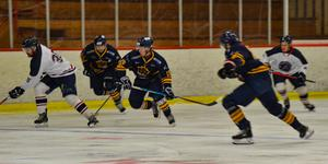 Östervåla IF vann en och förlorade en när de drog igång hockeytrean-säsongen i helgen. Foto: Sarah Lundin (arkivbild)
