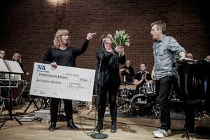 Körledarna Anki och Magnus Spångberg tilldelades NA:s kulturpris av dåvarande kulturchefen Eva Ejdeholt 2015. NA Arkiv: Veronika Ljung-Nielsen