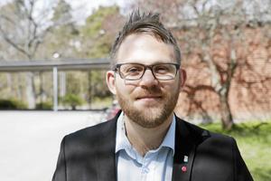Barn- och utbildningsnämndens ordförande Johan Augustsson (S) räknar med att barn- och utbildningsförvaltningen kan hitta en bra och permanent lösning för fritidsverksamheten i Segersäng. Foto: Henrik Lindstedt