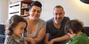 Familjen Wahlman består av Luna, mamma Vania, pappa Henrik, Milo och storasyster Kira, som var i skolan när tidningen är på besök.