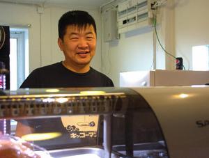 Purevdorj Siilegmaa fick idén att starta sushirestaurang eftersom hans bror äger en i Sandviken.