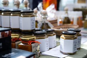 Förutom Trogsta honung sålde biodlaren John Bergström bland annat också propolisalva, senap och vaxdukar.