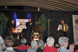 Sollefteå Lions Club har bjudit in seniorerna i Sollefteå  att lyssna på underbar musik av Bengan Janson hans två medhjälpare Rickard Sandström och Arne Eriksson.