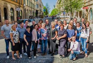 Under måndagen offentliggjordes de nominerade till kategorin Årets företagare. På bilden syns merparten av de nominerade samt jury och kommunalrådet Peder Björk (S). Bakom priset står Näringslivsbolaget och Företagarna.