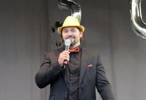 Församlingens pastor Fredrik Weijnblad hade en central roll i firandet. FOTO: KATHARINA KARLHAGER
