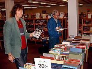Foto: JOHANPIHLBLAD Arkivrensning. Jan Modig, flitig biblioteksbesökare, lockades av kassetterna med lite smalare musik. Med sig hem fick han även idrottsnostalgi från 60-talet.