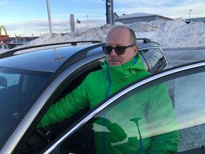 Vi har tidigare berättat om Lars Fahlberg från Sundsvall som mötte en man på en parkeringsplats i Birsta som ville sälja Armani-jackor. Men Lars gick aldrig på försäljningsknepet.