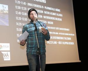 David Tverling invigde naturfoto och filmfestivalen och bjöd på en luffarvers som hade gjorts om. Besökarna uppskattade den.