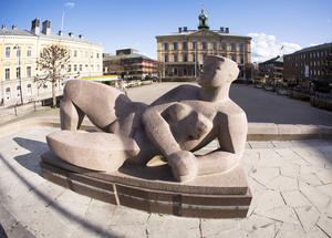 """När det gäller demokrati och offentlig konst är det viktigt att hålla på principerna. Om jag och mina kompisar tycker att """"Gudinna vid hyperboreiskt hav"""" har ful arm, får vi ta bort den då?  Arkivbild: Jörgen Svendsen."""