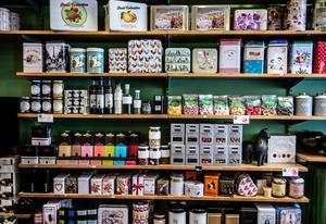 Det finns inte bara kaffe eller thé, utan även retroburkar och choklad av alla de sorter.