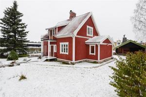 Skogsbovägen 1 i Avesta. Foto: Fastighetsbyrån Avesta