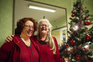 Anna Tunell och Ingrid Johansson har varit med och arrangerat julgransplundringen i Järvsö i många år.