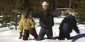 Pappa Rudolf leder barnen ut på granjakt i den klassiska tv-julkalendern