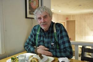 Lars Balstadsveen i Idre tvingades åka till Älvdalen för att hämta medicinen. 15 dagar behövde apoteket för att skicka viktig medicin.