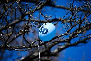 En ballong i vinden när Sverigedemokraternas partiledare Jimmie Åkesson höll sitt vårtal i Stockholm valåret 2018. Foto Pontus Lundahl / TT.