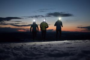 Night Snow Run är en av många nya lopp som arrangeras vintertid med eldkorgar för att skapa en mysig stämning.