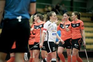 Öviks Ida Sundström deppar efter att Sundsvalls IBF gjort 2–0. Men gästerna från Ångermanland vände och vann.