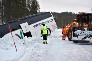 Bärgning av den danska långfärdsbussen.