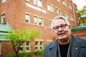 Strömsunds socialdemokratiska kommunalråd Göran Bergström säger att Backeborna måste försöka se besparingarna i ett större perspektiv. Kommunen blöder ekonomiskt och det finns inga bättre alternativ.