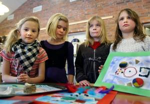 Teckning är jättekul tycker, Mikaela Kronmann, Julia Lindholm, Maja Brundin och Frida Hagman-Sandström.