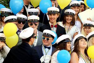 I fredags släppte Bobergsgymnasiet ut årets studenter  på trappan.