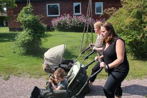– Jag tycker det är så tråkigt att jag kanske måste byta jobb för att kommunen inte kan erbjuda barnomsorg, säger mamman Pernilla Lundin.