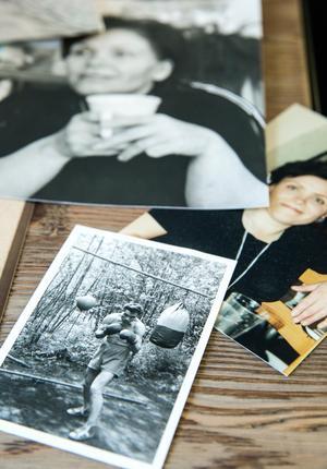 Pappa Marton var Andreas stora idol i livet. Här med bokningshandskarna på i sin ungdom. Att mamma Marita, här med kaffekoppen, blev bragd om livet är en sorg som aldrig går över.